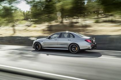 Mercedes-AMG E 63 W213 Aussenansicht Seite schräg dynamisch schwarz