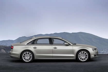 Audi A8 D4 Aussenansicht Seite statisch silber