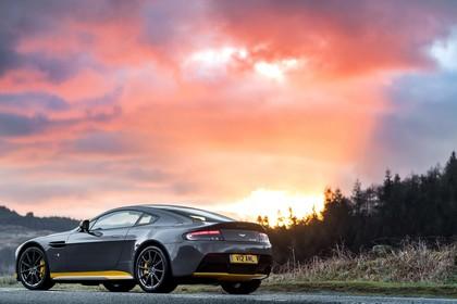 Aston Martin Vantage VH Aussenansicht Seite schräg statisch grau