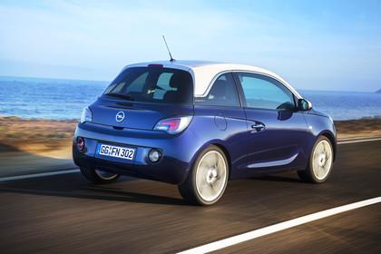 Opel Adam A Aussenansicht Heck schräg dynamisch blau