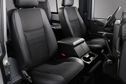 Land Rover Defender Dreitürer Studio Innenansicht Rücksitze statisch schwarz