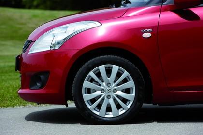 Suzuki Swift NZ Aussenansicht Seite statisch rot
