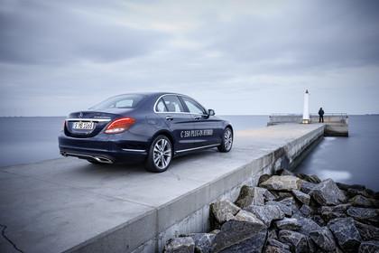 Mercedes C-Klasse W205 C350 Plug-in Hybrid Aussenansicht Heck schräg statisch blau