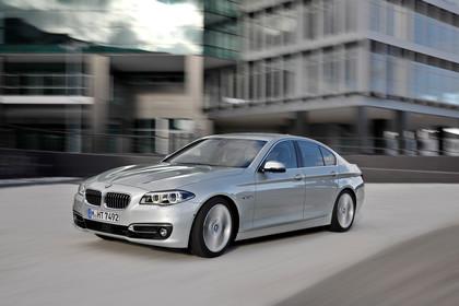 BMW 5er Limousine F10 Aussenansicht Front schräg dynamisch silber