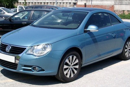 VW Eos 1F Aussenansicht Front schräg statisch blau