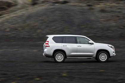 Toyota Land Cruiser J15 Aussenansicht Seite dynamisch silber