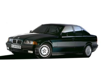 BMW 3er Limousine E36 Aussenansicht Front schräg statisch schwarz