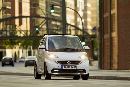 Smart Fortwo Cabrio A451 Aussenansicht Front dynamisch weiß