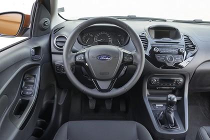 Ford KA+ Innenansicht studio Vordersitze und Armaturenbrett fahrerseitig