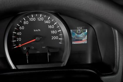 Nissan Evalia NV200 Innenansicht statisch Studio Detail Armaturenbrett