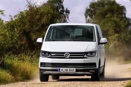 VW T6 Aussenansicht Front schräg dynamisch weiss