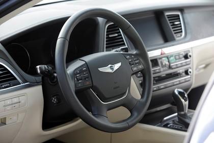 Hyundai Genesis DH Innenansicht Detail statisch beige Cockpit