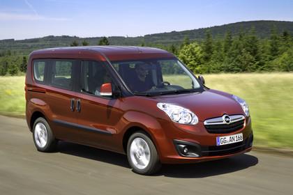 Opel Combo Tour Aussenansicht Front schräg dynamisch rot