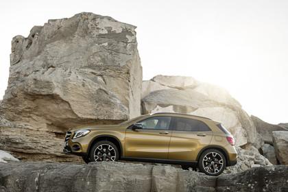 Mercedes-Benz GLA X156 Aussenansicht Seite statisch gold