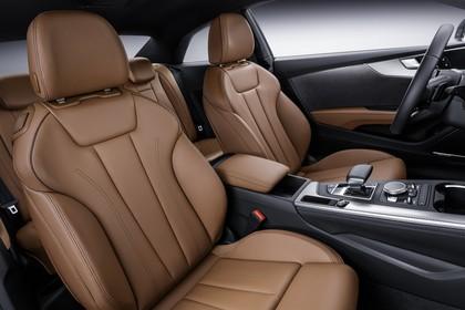 Audi A5 Coupe Innenansicht Vordersitze Studio statisch braun