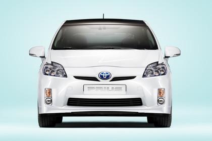 Toyota Prius ZVW30 Aussenansicht Front schräg statisch Studio weiss