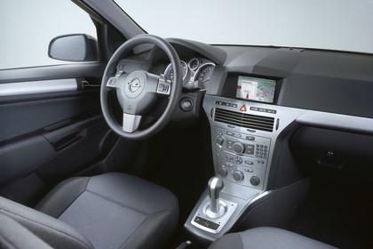 Opel Astra J GTC Innenansicht Beifahrerposition Studio statisch schwarz