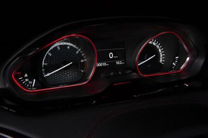 Peugeot 208 GTi A9 Innenansicht statisch Studio Detail Armaturenbrett