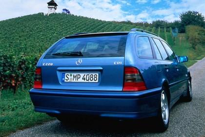 Mercedes-Benz C-Klasse T-Modell S202 Aussenansicht Heck schräg statisch blau