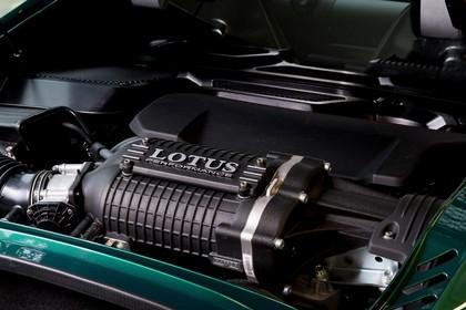 Lotus Exige Sport 350 Aussenansicht Heck schräg statisch Detail Motor Motorhaube geöffnet