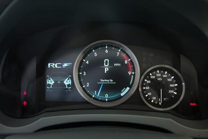Lexus RC F X10 Innenansicht statisch Studio Detail Tacho