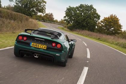 Lotus Exige Sport 350 Aussenansicht Heck schräg dynamisch grün
