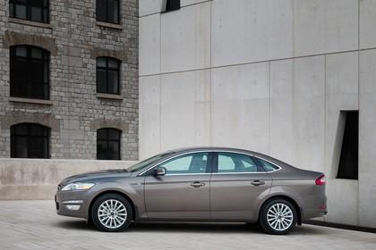 Ford Mondeo Mk4 Facelift Aussenansicht Seite statisch braun
