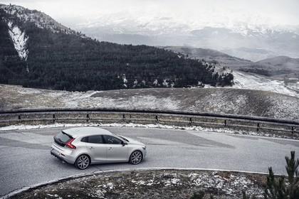 Volvo V40 M/525 Aussenansicht Seite schräg dynamisch silber