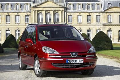 Peugeot 807 E Aussenansicht Front schräg statisch rot