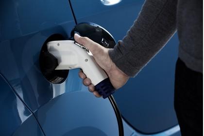 Peugeot iOn Aussenansicht Seite schräg statisch Detail laden blau