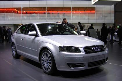Audi A3 8P 3türer Aussenansicht Front statisch silber