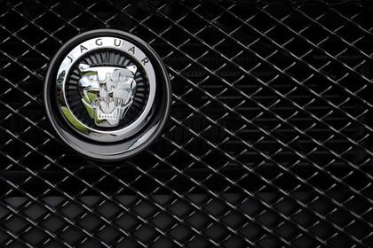 Jaguar XF X250 Aussenansicht Detail Kühlergrill statisch schwarz silber