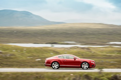 Bentley Continental GT Speed Aussenansicht Seite dynamisch rot