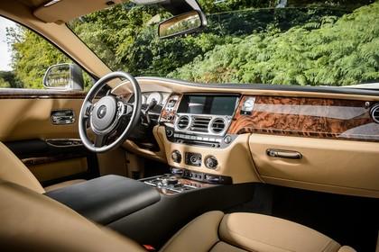 Rolls-Royce Ghost Innenansicht statisch Vordersitze und Armaturenbrett beifahrerseitig