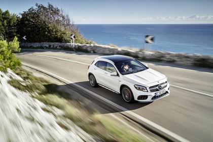 Mercedes-AMG A 45 X156 Aussenansicht Front schräg dynamisch weiß