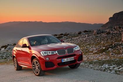 BMW X4 Aussenansicht Front schräg statisch rot