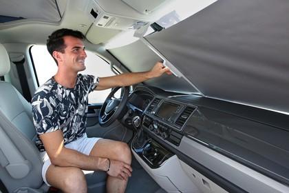 VW T6 California SG/SF Innenansicht statisch Fahrersitz Armaturenbrett und Verdunkelung