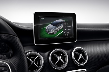Mercedes A-Klasse W176 Innenansicht Detail Multimedia Studio statisch schwarz