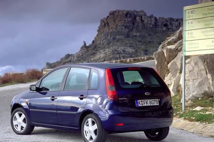 Ford Fiesta Aussenansicht Heck schräg statischblau