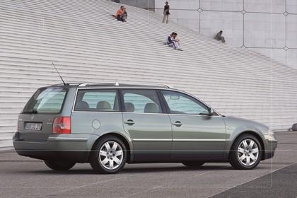 VW Passat Variant B5 Facelift Aussenansicht Seite schräg statisch grau