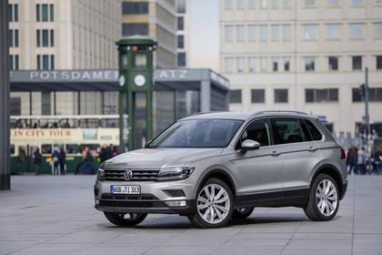 VW Tiguan 2 Aussenansicht FRont schräg statisch grau