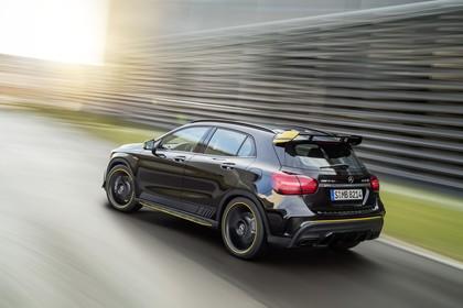 Mercedes-AMG A 45 X156 Aussenansicht Heck schräg dynamisch schwarz
