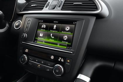 Renault Kadjar Innenansicht statisch Detail Infotainmentbildschrim und Klimabedienteil