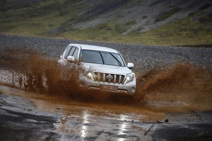 Toyota Land Cruiser J15 Aussenansicht Front schräg dynamisch weiß