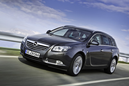 Opel Insignia G09 Sports Tourer Aussenansicht Front schräg dynamisch grau