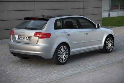 Audi A3 Sportback 8PA Aussenansicht Heck schräg statisch silber