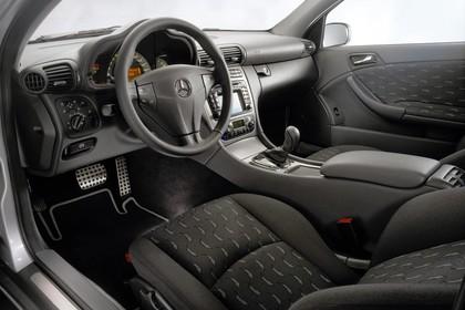Mercedes C-Klasse Sportcoupe W203 Innenansicht Fahrerposition statisch schwarz