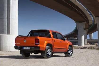 VW Amarok Aussenansicht Heck schräg statisch orange
