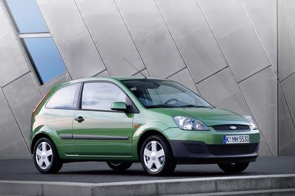 Ford Fiesta MK6 Aussenansicht Front schräg statisch grün