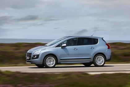 Peugeot 3008 Aussenansicht Seite dynamisch hellblau